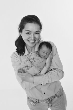 the concept of a healthy lifestyle, the protection of children, shopping - baby in the arms of the mother. Stok Fotoğraf - 136282387