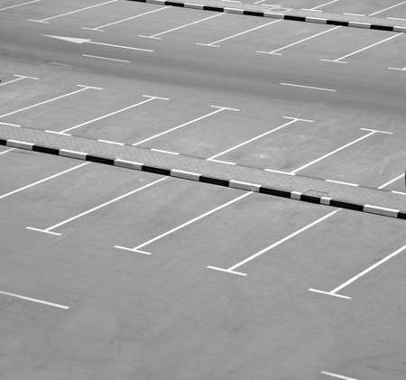 parking lot: empyt car park