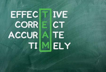 together concept: EQUIPO sigla escrita en verde chalckboard Foto de archivo