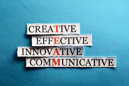 equipo siglas en concepto de negocio, palabras en el papel de corte dura luz Foto de archivo