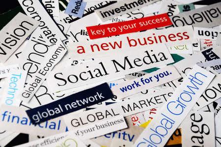 trabajo social: collage de t�tulos de papel sobre la econom�a global y las redes sociales de negocios