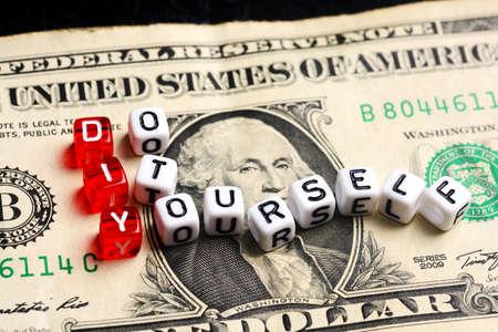 vals geld: DIY Doe het zelf maken van vals geld concept Stockfoto