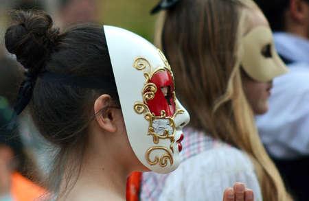 GABROVO BULGARIE - 16 mai 2015: Portrait d'une belle femme portant un masque sur le carnaval annuel Banque d'images - 55124622