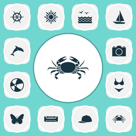 Season icons set with camera, sea, boat and other sunny elements. Isolated vector illustration season icons. 向量圖像
