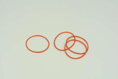 elasticidad: Las bandas de goma normalmente se hace a partir de caucho natural, ya que ofrecen una mayor elasticidad Foto de archivo