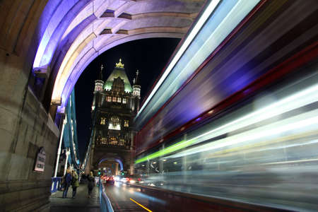 trajectoire: Trajectoire de la lumi�re � Tower Bridge