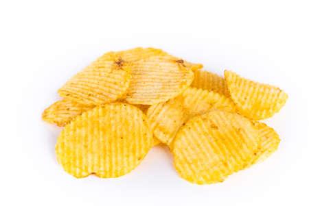 Haufen von Kartoffelchips isoliert auf weißem Hintergrund Standard-Bild