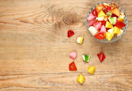 dulces: Naturaleza muerta, comida y bebida, concepto de vacaciones. Caramelos dulces de colores. Copiar espacio de fondo, el enfoque selectivo, vista desde arriba. Dulces tradicionales de Seker Bayram vacaciones Foto de archivo