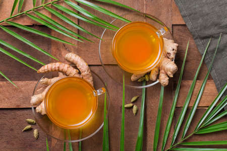 Healthy immune system booster, cold and flu remedy. Turmeric ginger lemon beverage, anti inflammatory smoothie, autumn and winter drink. Detox, clean eating, dieting concept. 写真素材 - 154889845