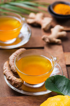 Healthy immune system booster, cold and flu remedy. Turmeric ginger lemon beverage, anti inflammatory smoothie, autumn and winter drink. Detox, clean eating, dieting concept. 写真素材 - 154893774