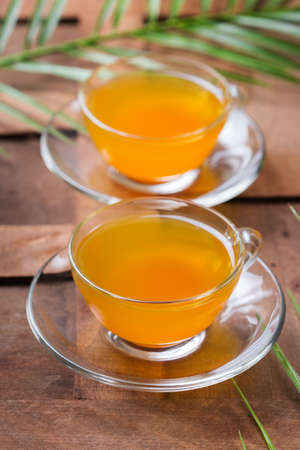 Healthy immune system booster, cold and flu remedy. Turmeric ginger lemon beverage, anti inflammatory smoothie, autumn and winter drink. Detox, clean eating, dieting concept. 写真素材 - 154889816