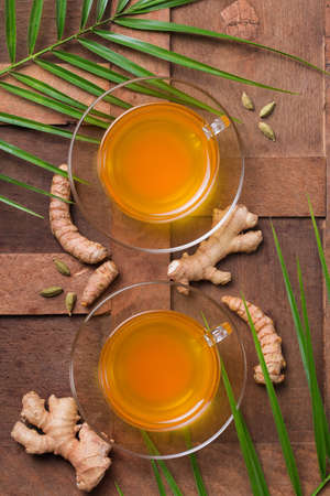Healthy immune system booster, cold and flu remedy. Turmeric ginger lemon beverage, anti inflammatory smoothie, autumn and winter drink. Detox, clean eating, dieting concept. 写真素材 - 154891649