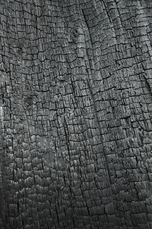 Verbranntem Holz als Hintergrund Standard-Bild - 28057560