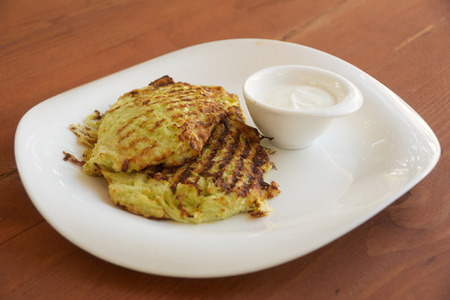 vegetable marrow: Fritters from vegetable marrow and cream sauce
