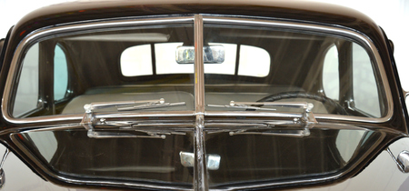 Windscreen with wipers, mirror and steering wheel of vintage car Standard-Bild - 125201846