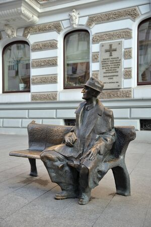 Lodz, Poland, December 12, 2018: poet and novelist Julian Tuwim Monument, Piotrkowska Street Standard-Bild - 128667684