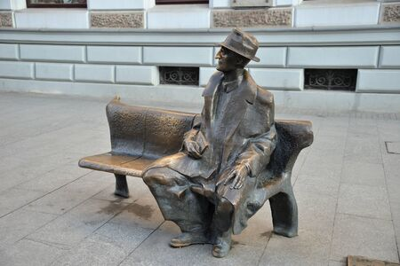 Lodz, Poland, December 12, 2018: poet and novelist Julian Tuwim Monument, Piotrkowska Street Standard-Bild - 128667685