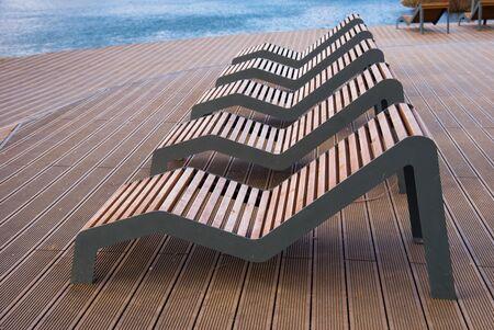 Sun loungers on platform on lake Banque d'images