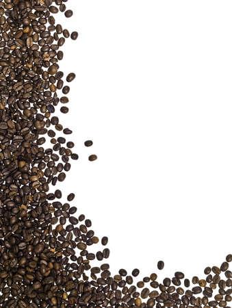 Rahmen aus Kaffeebohnen auf weißem Hintergrund