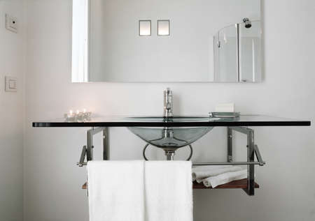 Glas Waschbecken von einem modernen Bad