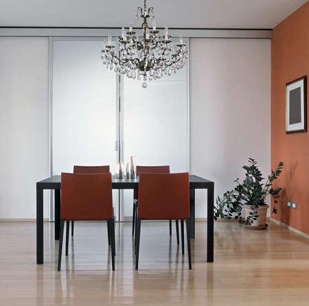 modernen Speisesaal mit Holzboden