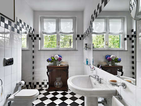 interior desing: modern bathroom black and white