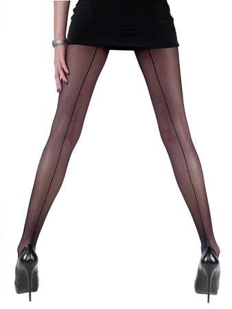 pantimedias: sexy piernas de una mujer joven con pantimedias velada aislados sobre fondo blanco