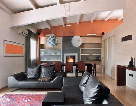 moderno salotto in mansarda con camino