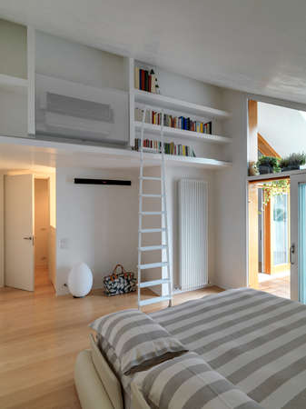 interior view of a modern bedroom in the penthose whose floor is made of wood Standard-Bild
