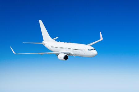 구름 위의 하늘에 비행기 비행 여행 태양 높이 스톡 콘텐츠