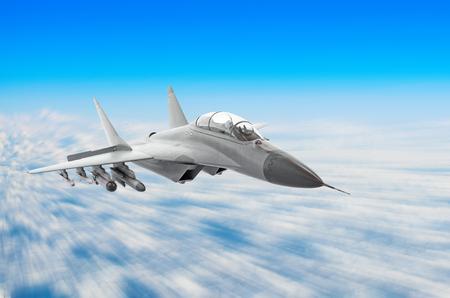 Militaire jager vliegtuigen op hoge snelheid, vliegen hoog in de lucht