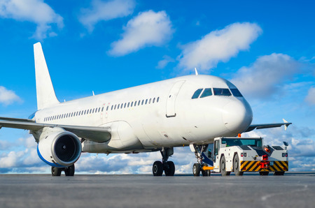 Commercial passenger airplane during push back operation Foto de archivo