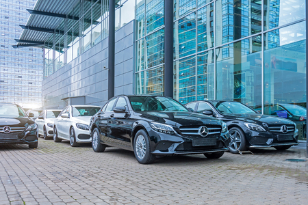 Luxury cars Mercedes-Benz C and E class parking in front of car store. Russia. Saint-Petersburg. 09 October 2018 報道画像