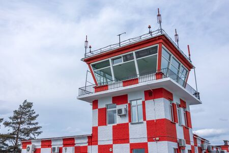 Red and white in the square of the control tower at the airport runway Standard-Bild