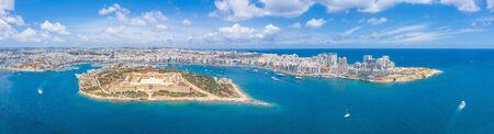 Valletta, Malta - Aerial panoramic skyline day time view of Valletta, Sliema, Manoel Island, Gzira, Ta' Xbiex, Msida Archivio Fotografico - 128398682