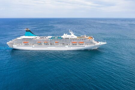 Cruise ship liner sails in the blue sea leaving a plume, seascape. Aerial view The concept of sea travel, cruises Banque d'images - 128398845