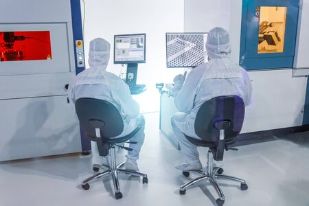 Scientists workers are sitting on chairs in the laboratory at the computers are studying the measurement of instrumentation Stockfoto