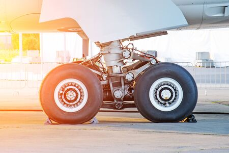 Aircraft rear landing gear with wheels and rubber, side view Standard-Bild