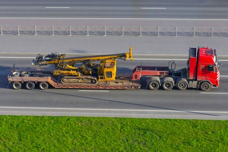 Transportation of special equipment horizontal directional drilling machines, machine for Installing underground pipe along a prescribed bore path soil surface on trailer platform of truck Imagens