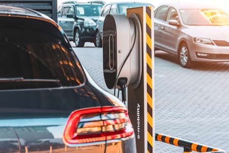 Refueling for electric cars e-mobility, the electric plug under voltage restores the battery charge 版權商用圖片