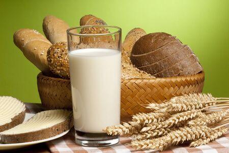 cereal: repostería con leche Foto de archivo