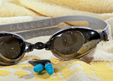 swimming goggles: swimming goggles