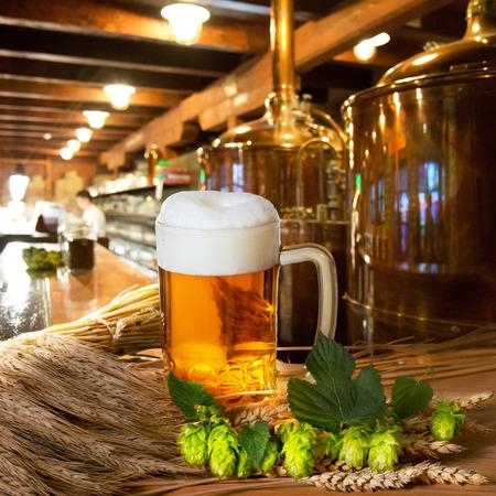 Bier und Rohstoff für die Herstellung von Bier