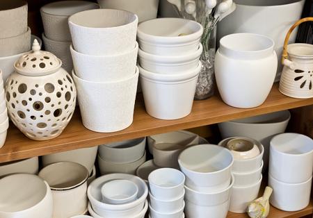 ollas de barro: nuevas vasijas de arcilla blanca en la florister�a