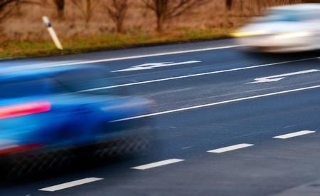 crossroad: detalle de los coches por exceso de velocidad en un cruce