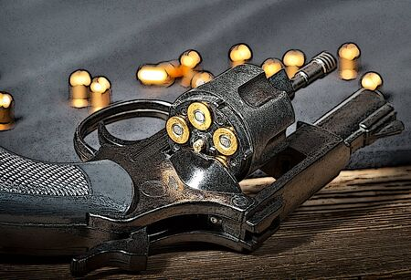 caliber: illustration of a revolver with blank cartridges