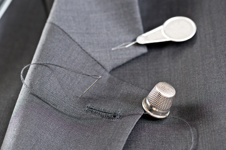 sewing kit: sewing kit on the gray mans jacket Foto de archivo
