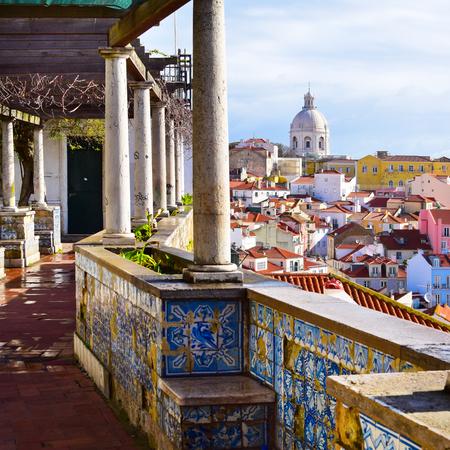 Architecture in the Alfama district in Lisbon, Portugal Imagens