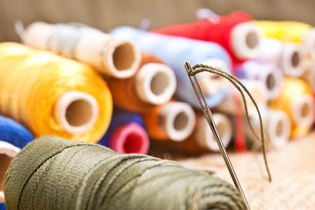 kit de costura: detalle de kit de costura en el taller Foto de archivo