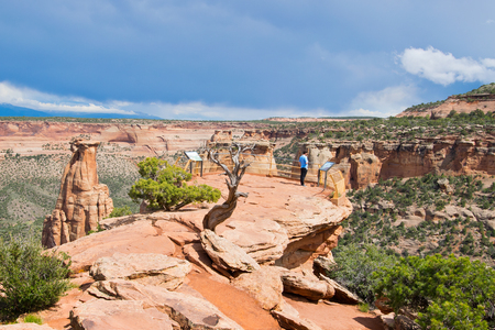 mudstone: A tourist enjoying a spectacular view from Grand View in Colorado National Monument